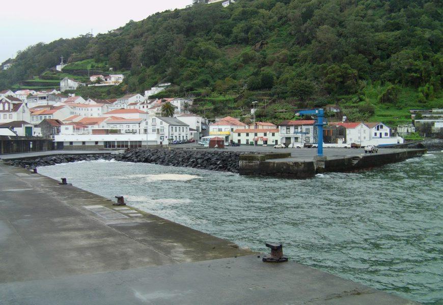 CDS-PP quer melhoria das condições de operacionalidade e segurança no porto da Calheta