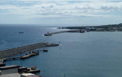"""Tibério Dinis """"abre portas"""" a investimento da China no Porto da Praia da Vitória"""