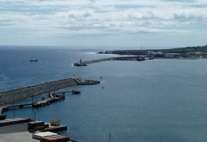 Marcelo vê no Porto Comercial o futuro da Praia da Vitória