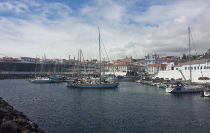 Governo declara propriedade da Região embarcação abandonada no Porto das Pipas