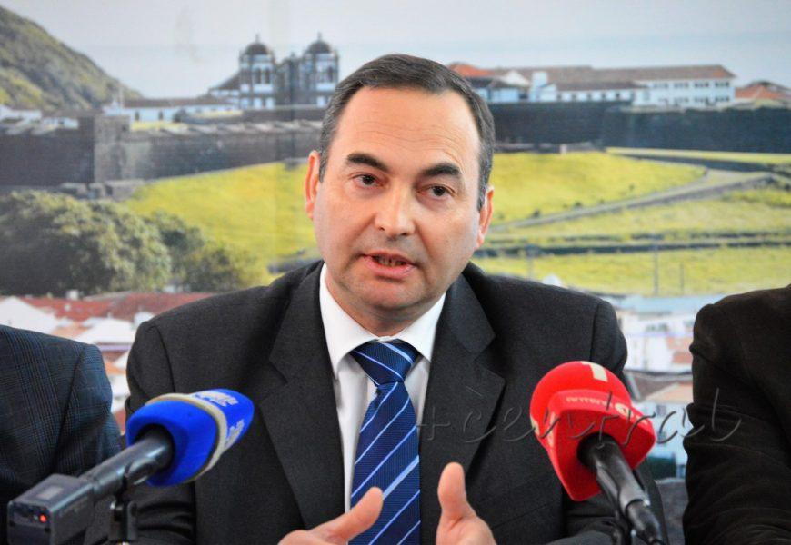 """República """"desconhece"""" vantagens do Air Center para os Açores"""
