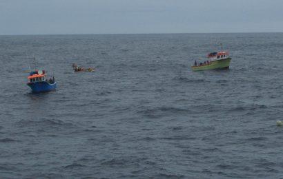 Autuadas duas embarcações em pesca ilegal dentro de área protegida