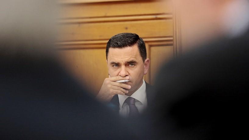 Ministro quer manter voos da TAP para os Açores apesar do encerramento das lojas
