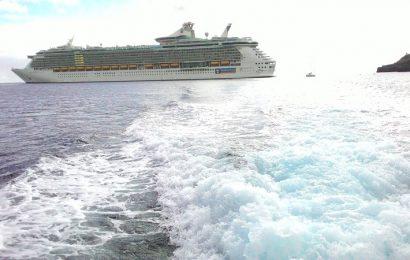 Tripulante de navio de passageiros evacuado na Baía de Angra do Heroísmo